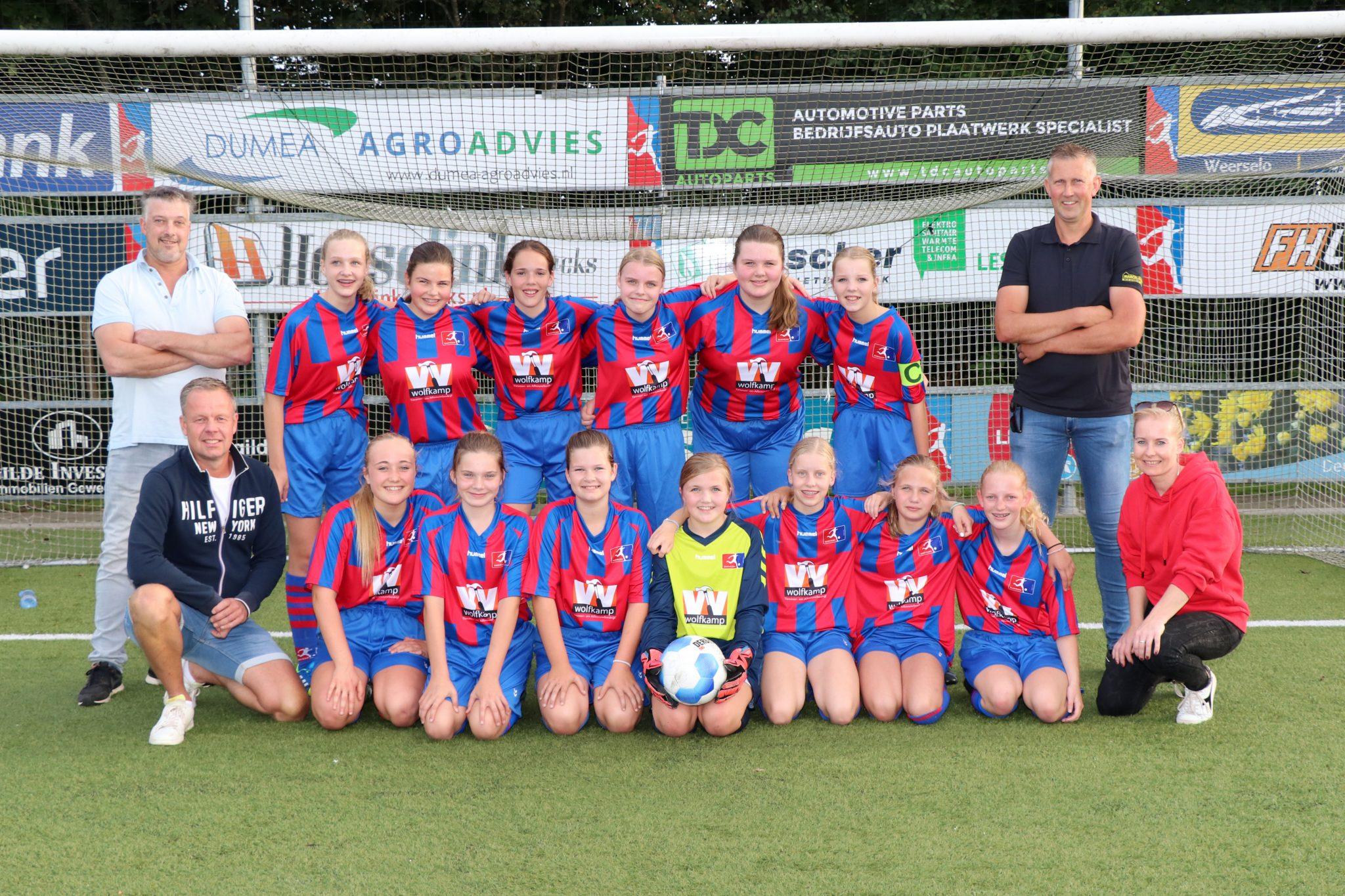 RKSV Saasveldia meiden MO15-1 in het nieuw